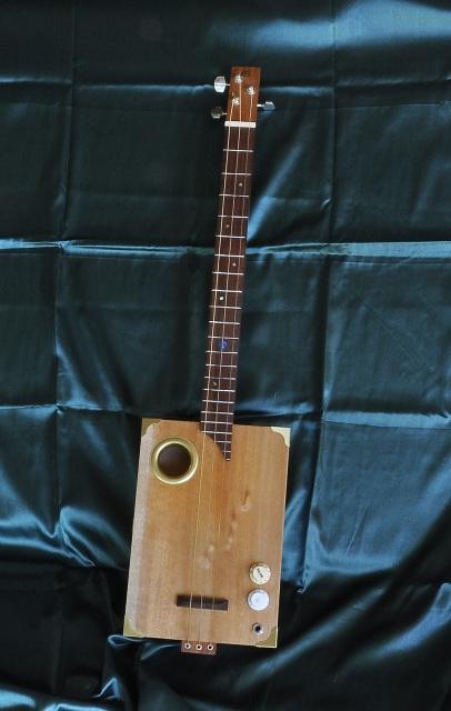 3 string magnetic pickup cigar box guitars 3 string. Black Bedroom Furniture Sets. Home Design Ideas